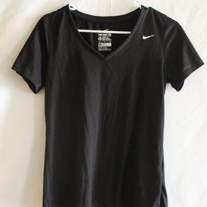 Nike athletic cut shirt black size medium